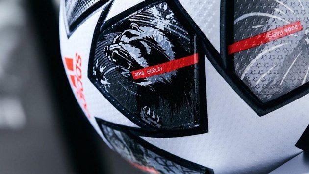 Fotbalový míč - ilustrační foto