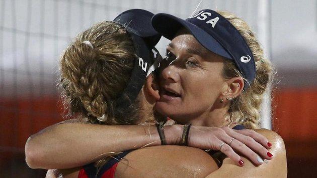 Američanky Kerri Walshová a April Rossová během olympiády v Riu.