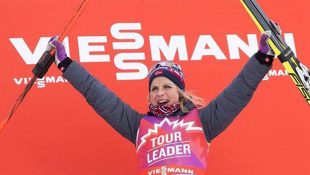 Norka Therese Johaugová jásá po vítězství v jedné z etap kanadské běžecké tour.