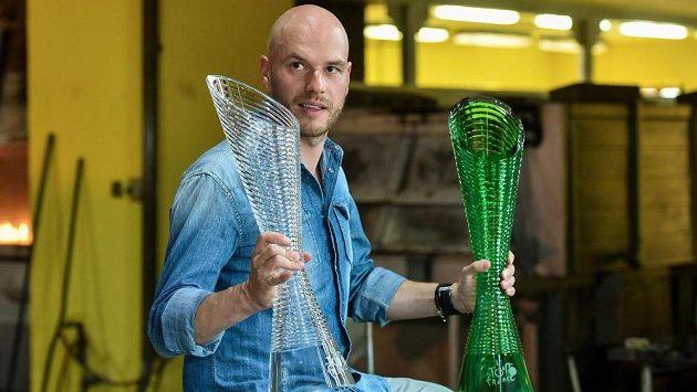 Designér a autor poháru pro vítěze Tour de France Peter Olah.