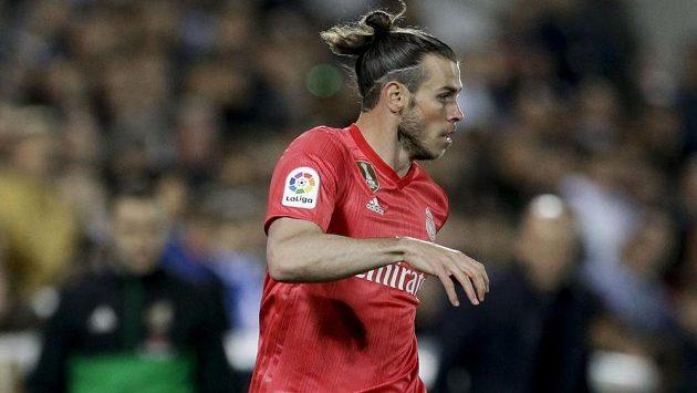Fotbalista Gareth Bale v akci v dresu Realu Madrid.