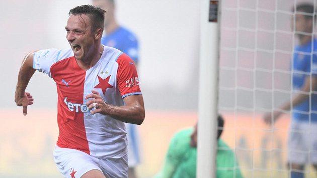 Útočník Slavie Stanislav Tecl slaví trefu do sítě Baníku Ostrava.