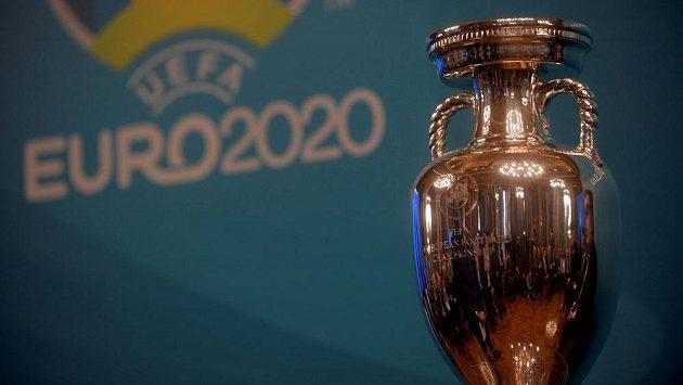 Trofej pro evropské fotbalové šampiony - ilustrační foto.