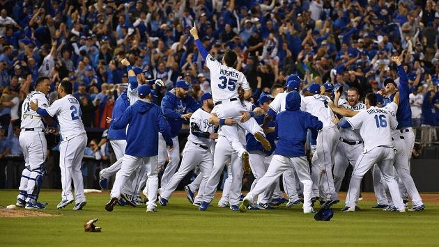 Basebalisté Kansasu City Royals se radují z postupu do finále MLB.