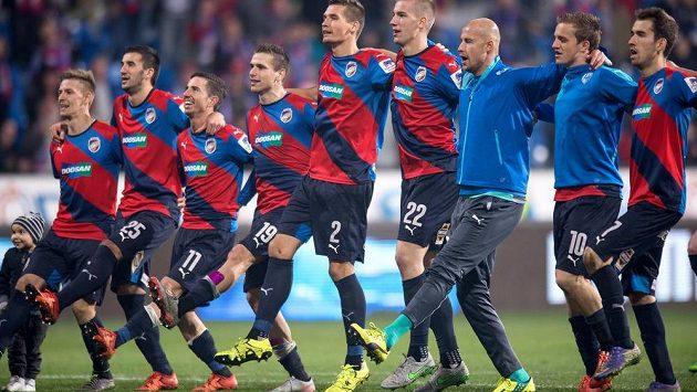 Fotbalisté Plzeň oslavují vítězství - ilustrační snímek.