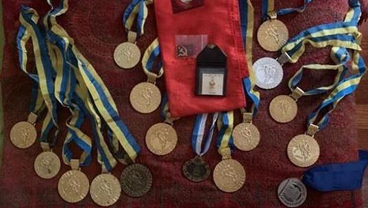 Ztracené medaile Jevgenije Bělošejkina už znovu vlastní rodina tragicky zemřelého brankáře.