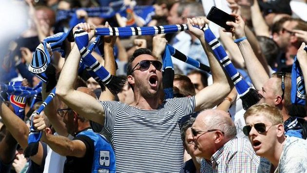 Nadšení fanoušci fotbalistů FC Bruggy.