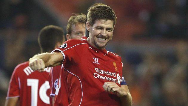 Steven Gerrard poté, co z penalty zařídil Liverpoolu těsné vítězství nad Ludogorcem Razgrad.