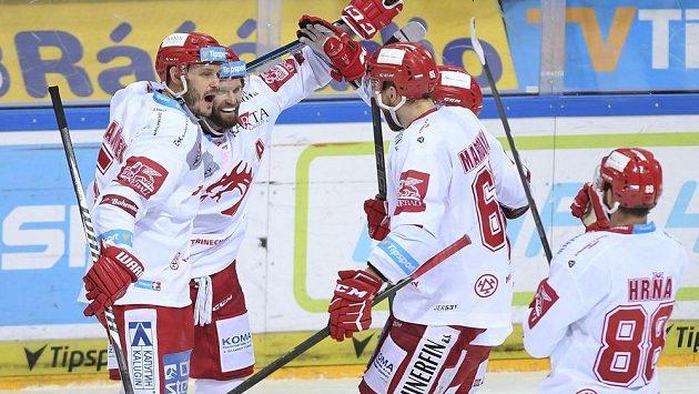 Hokejisté Třince vyhráli i v Plzni a slaví desáté vítězsví v řadě