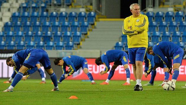 Trenér fotbalistů Kazachstánu Jurij Krasnožan během přípravy v Plzni.