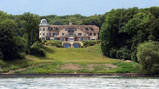 Rezidence Michaela Schumachera a jeho rodiny leží v atraktivní lokalitě přímo na břehu Ženevského jezera.