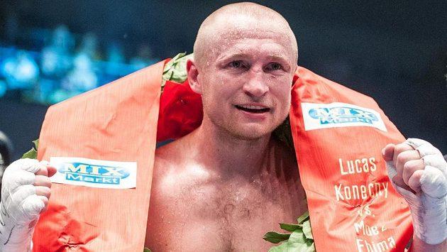 Lukáš Konečný obhájil titul mistra Evropy střední váhy organizace WBO. V Drážďanech porazil Francouze Moeze Fhimu.