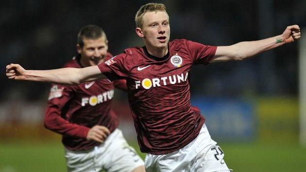 Autor dvou gólů Ladislav Krejčí jásá, poslal Spartu zpátky do čela ligy.