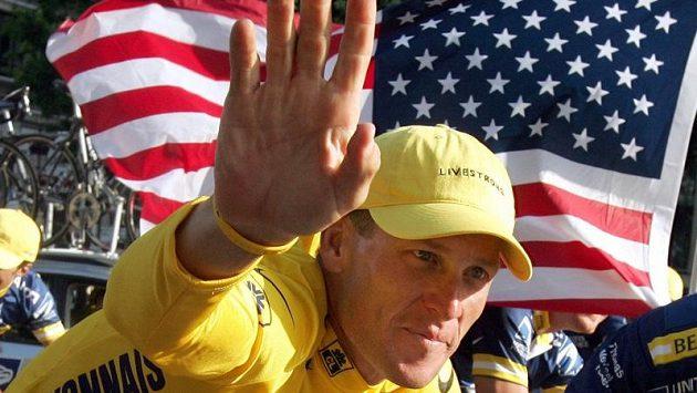 Lance Armstrong zdraví své fanoušky.