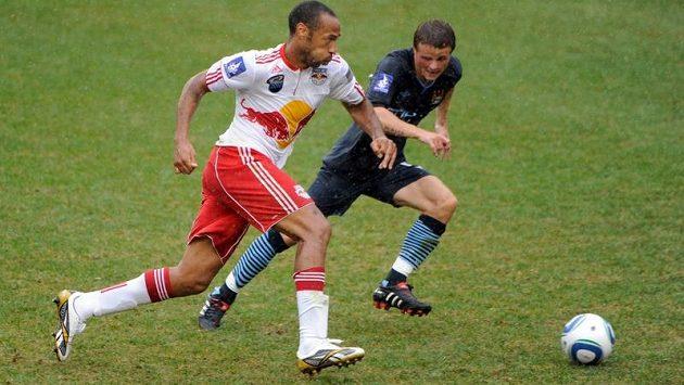 Thierry Henry (vlevo) za New Yorku stále válí.