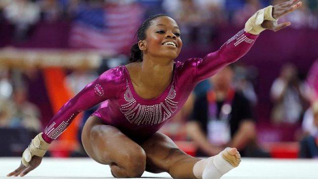 Američanka Gabrielle Douglasová získala zlatou medaili ve víceboji získala na olympijských hrách v Londýně jako první gymnastka tmavé pleti v historii