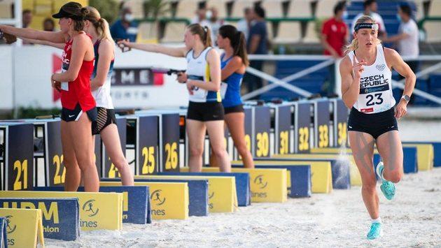 Moderní pětibojařka Anna Roubíčková postoupila na MS v Káhiře do finálové soutěže.