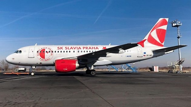 Fotbalová Slavia poletí k odvetě Evropské ligy s Genkem poprvé letadlem v klubových barvách.