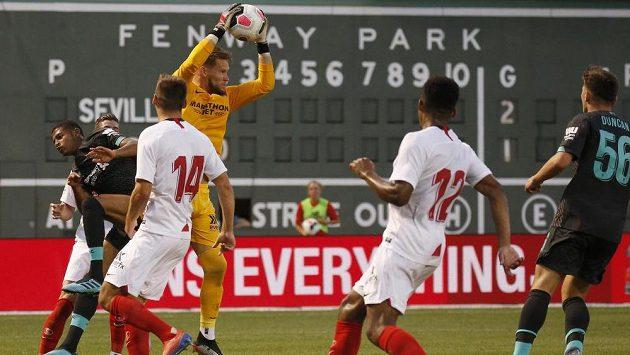 Český gólman Tomáš Vaclík odchytal v dresu Sevilly druhý poločas utkání s Liverpoolem, gól neinkasoval.