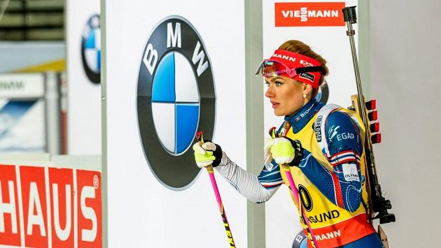Gabriela Koukalová na startu vytrvalostního závodu v Östersundu.