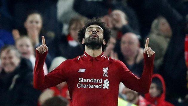 Liverpoolský Mohamed Salah se raduje z gólu proti Neapoli.