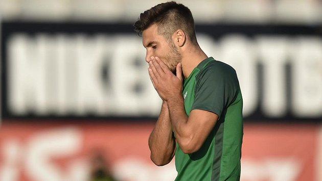 Zklamaný Michal Trávník z Jablonce po neproměněné penaltě v závěru utkání s Duklou.