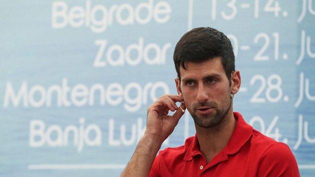 Novak Djokovič během tiskové konference v Bělehradě.