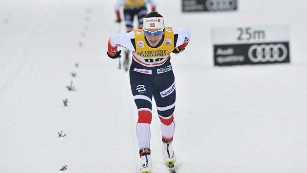 Norská lyžařská legenda Marit Björgenová při vítězném závodě na 10 km klasicky ve finské Ruce.