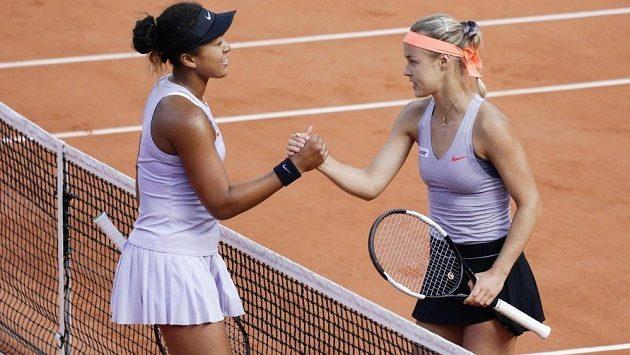 Naomi Ósakaová a Anna Karolína Schmiedlová po utkání.