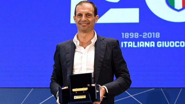 Kouč Juventusu Massimiliano Allegri coby vítěz ankety Panchina d'Oro (Zlatá lavička).