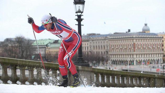Nor Petter Northug při sprintu klasickou technikou na Světovém poháru ve Stockholmu.