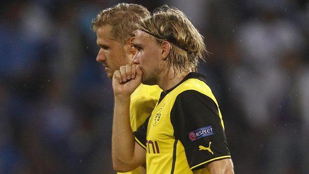 Bek Dortmundu Marcel Schmelzer (v čelence) si tři týdny nezahraje.