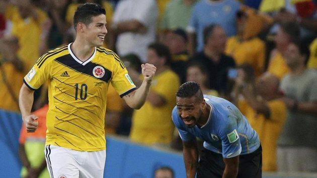 James Rodríguez oslavuje svoji trefu v osmifinále MS proti Uruguayi.