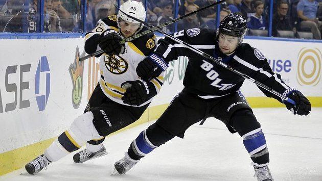 David Krejčí (vlevo) byl vyhlášen třetím nejlepším hráčem října v NHL.