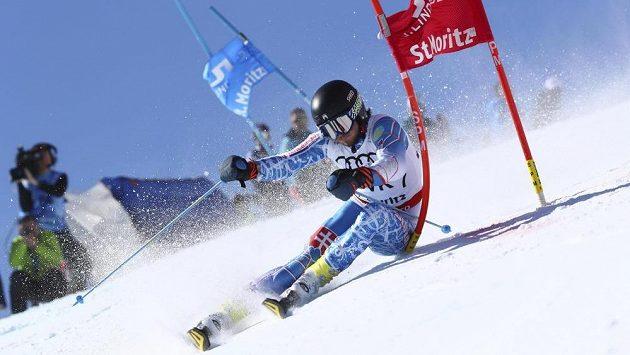 Slovenský reprezentant Andreas Žampa na trati paralelního slalomu při MS ve Svatém Mořici.