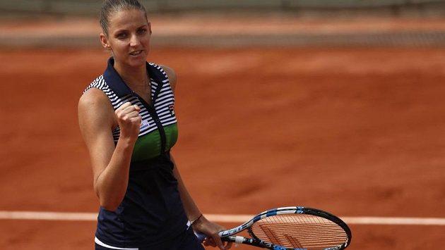 Je to tam. Karolína Plíšková zvítězila v utkání nad Carinou Witthöftovou na French Open.