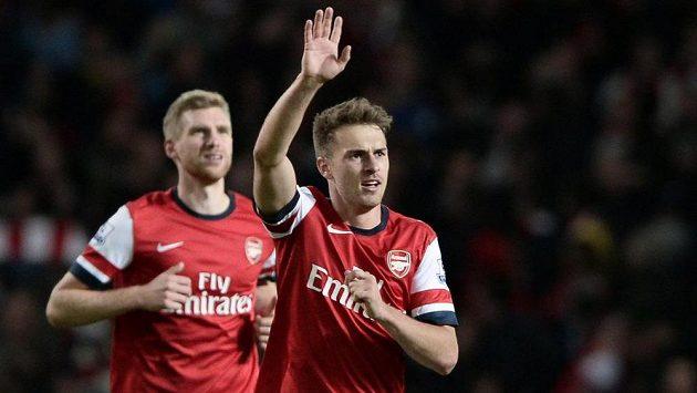 Londýnský Aaron Ramsey zvyšoval v utkání s Liverpoolem v druhé půli na 2:0.