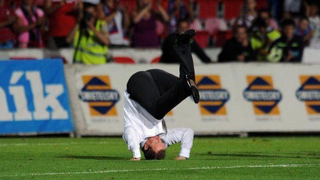 Po postupu přes estonské Kalju vyšvihl trenér Pavel Vrba oslavný kotrmelec, v případě úspěchu proti Mariboru slíbil ještě hezčí a výstavnější.
