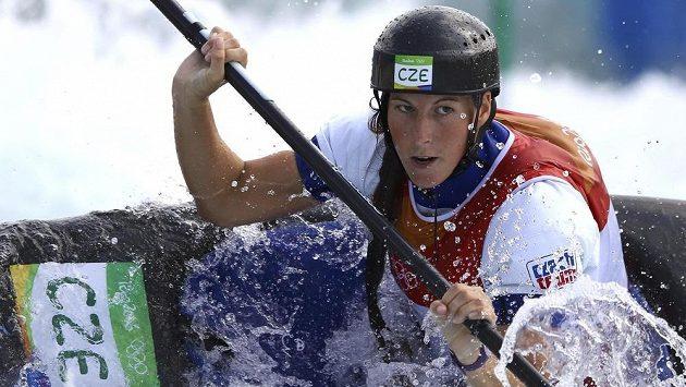 Kajakářka Kateřina Kudějová během kvalifikace olympijského závodu.