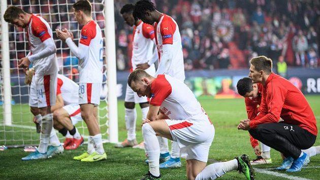 Zbudou fotbalistům Slavie v případě anulované soutěže jen oči pro pláč?