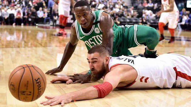 Basketbalisté Toronta porazili v NBA na své palubovce Boston 96:78 a 56. vítězstvím v sezoně vyrovnali klubový rekord.