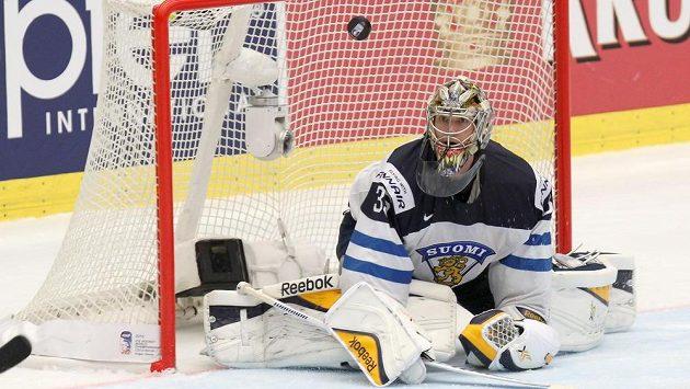 Finský brankář Pekka Rinne v akci.