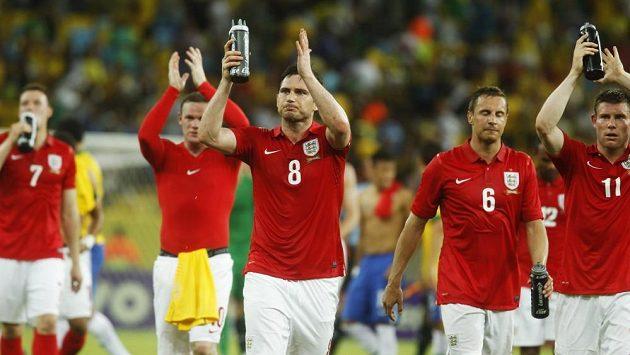 Anglická reprezentace už dlouho marně čeká na výraznější úspěch. Na snímku (zleva) Phil Jones, Wayne Rooney, Frank Lampard, Phil Jagielka a James Milner.