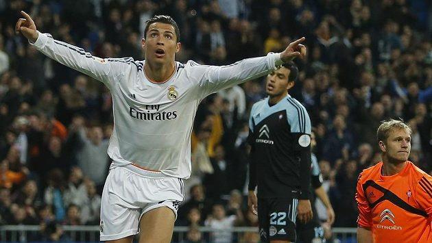 Portugalský kanonýr Cristiano Ronaldo z Realu Madrid slaví gól v utkání proti Celtě Vigo.