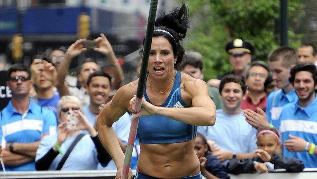 Americká tyčkařka Jennifer Suhrová.