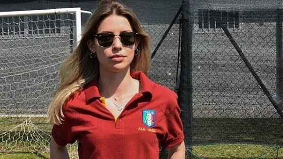 Rozhodčí Giulia Nicastrová.
