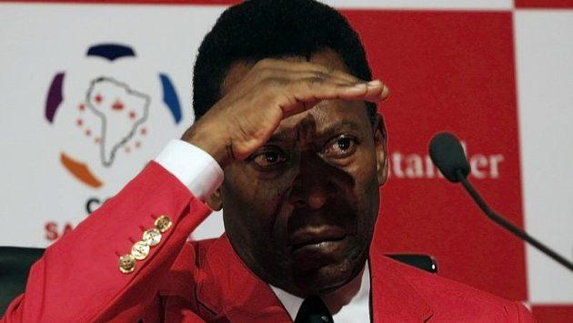 Legendární brazilský fotbalista Pelé na tiskové konferenci před utkáním finále Poháru osvoboditelů