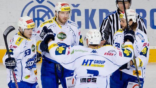 Petr Ton (druhý zleva), střelec vyrovnávacího gólu Brna proti Spartě, se raduje se svými spoluhráči.