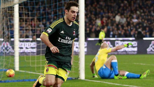 Giacomo Bonaventura z AC Milán se raduje z vyrovnávacího gólu na hřišti Neapole.