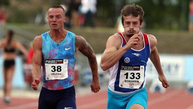 Zdeněk Stromšík (vpravo) si běží pro český rekord, který předtím patřil Janu Velebovi.